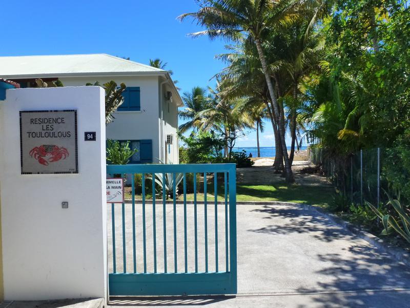Vue extérieure de la location Location Appartement 73124 Sainte Anne (Guadeloupe)