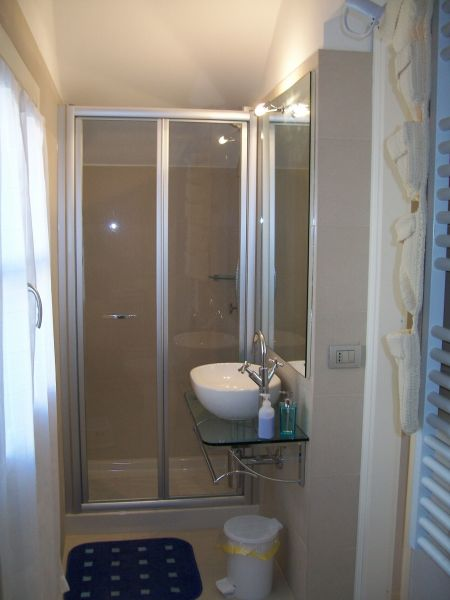 salle de bain Location Appartement 79780 La Spezia