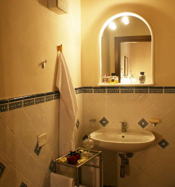 salle de bain 2 Location Gite 84894 Sienne