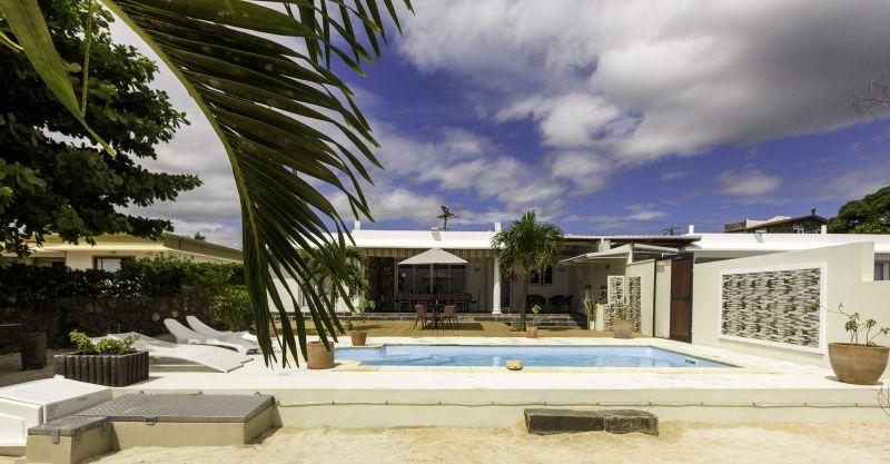 Vue extérieure de la location Location Villa 86489 Baie du tombeau