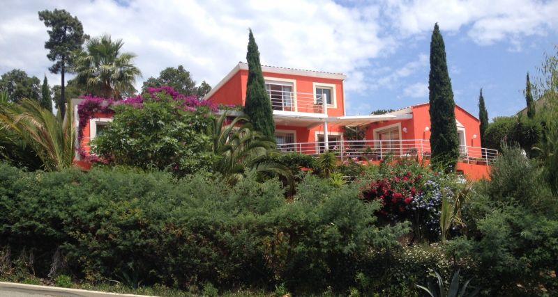 Vue extérieure de la location Location Villa 92759 Les Issambres