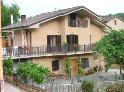 Vue extérieure de la location Location Gite 98624 Amandola
