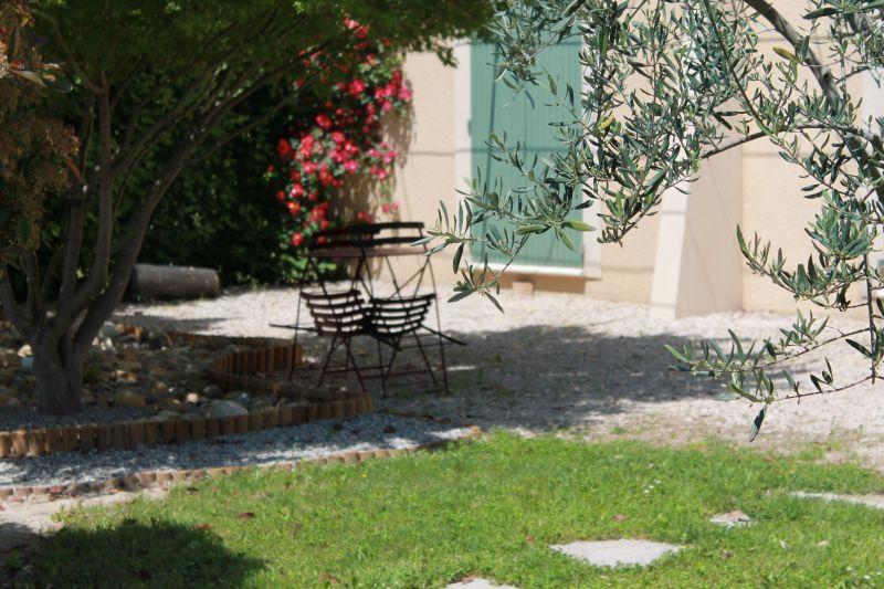 Cour Location Maison 100030 Avignon