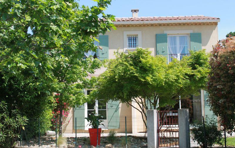 Vue extérieure de la location Location Maison 100030 Avignon