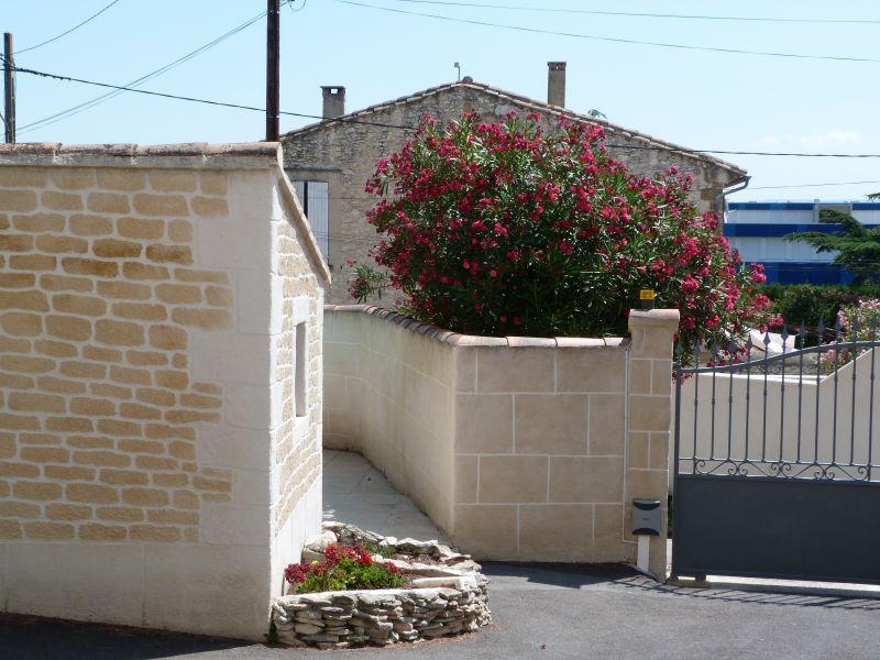 Vue extérieure de la location Location Appartement 101756 Vedène