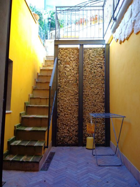 Cour Location Appartement 111317 Sirolo
