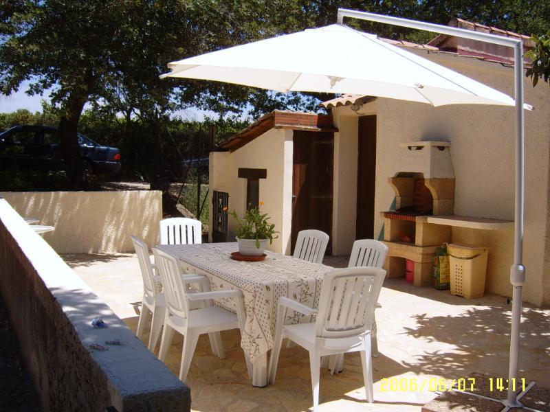 Cuisine d'été Location Gite 69702 Uzès