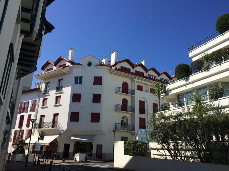 Vue extérieure de la location Location Appartement 89774 Saint Jean de Luz