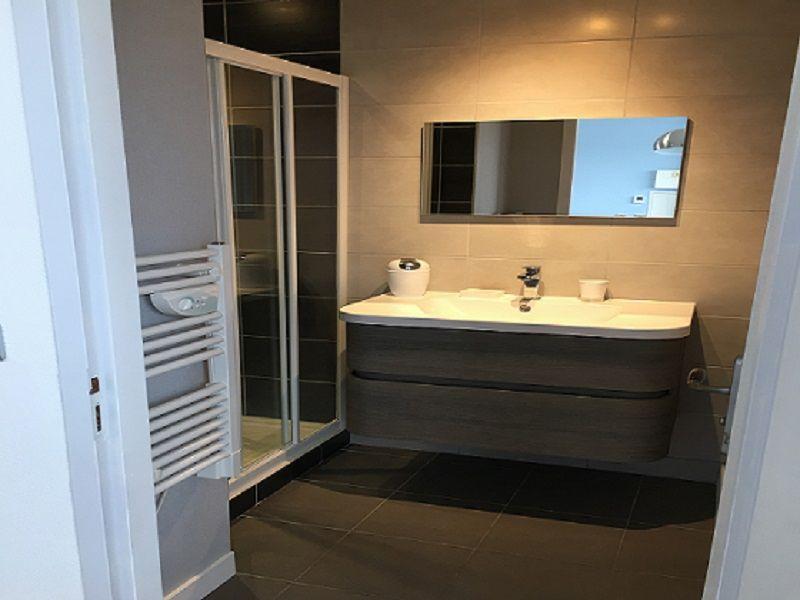 salle de bain Location Studio 108987 La Rochelle
