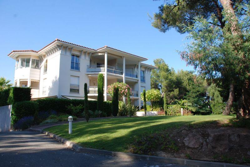 Vue extérieure de la location Location Appartement 113677 Saint Raphael