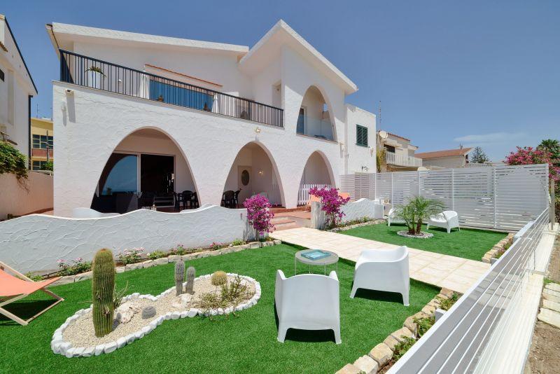 Vue extérieure de la location Location Villa 116102 Marina di Ragusa
