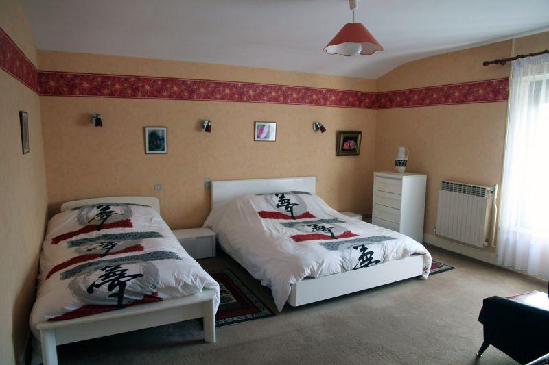 chambre 3 Location Gite 72063 Colombey-les-Deux-Églises