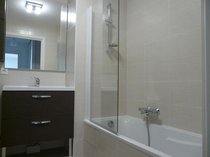 salle de bain Location Appartement 102399 Evian les Bains