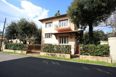 Vue extérieure de la location Location Villa 104237 Marina di Pietrasanta