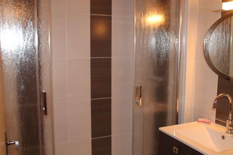 salle de bain Location Appartement 110140 Besse - Super Besse