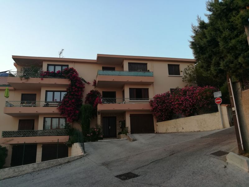 Vue extérieure de la location Location Appartement 116725 Sanary