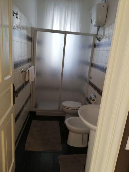salle de bain Location Appartement 119258 Polignano a Mare