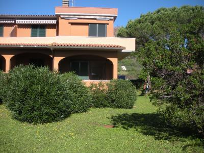 Vue extérieure de la location Location Appartement 76989 Porto Azzurro
