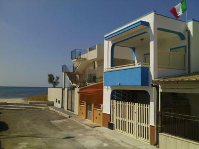 Vue extérieure de la location Location Appartement 78692 Porto Cesareo