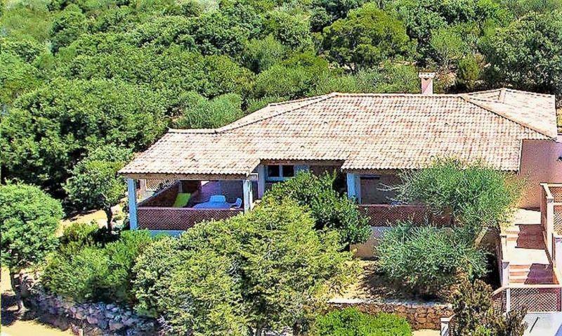 Vue extérieure de la location Location Villa 79457 Propriano