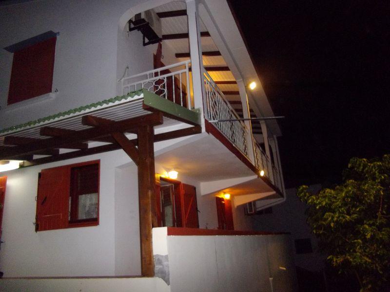 Vue extérieure de la location Location Appartement 86596 Sainte Anne (Guadeloupe)