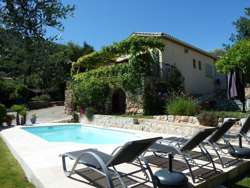 Vue extérieure de la location Location Villa 92098 Nice