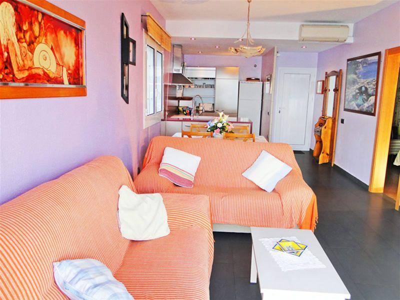 Salon Location Appartement 93359 Llança