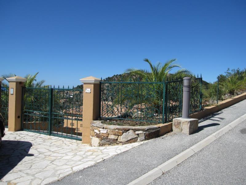 Vue extérieure de la location Location Villa 98154 Hyères