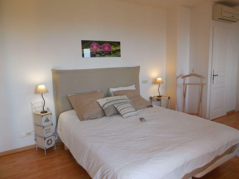chambre 1 Location Villa 98154 La Londe les Maures
