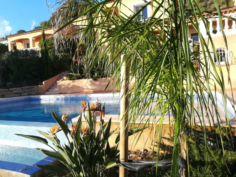 Vue extérieure de la location Location Villa 98154 La Londe les Maures