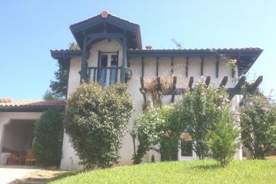 Vue ext�rieure de la location Location Maison 100291 Saint Jean de Luz