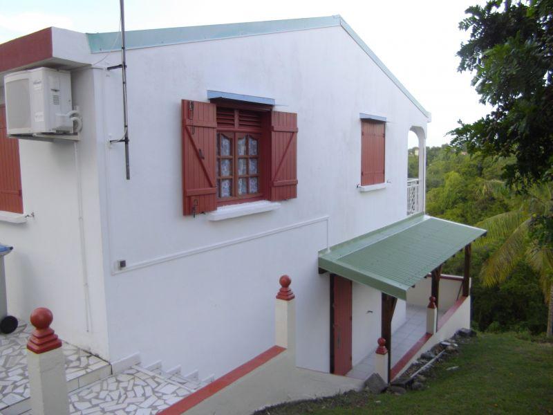 Vue extérieure de la location Location Appartement 102738 Sainte Anne (Guadeloupe)
