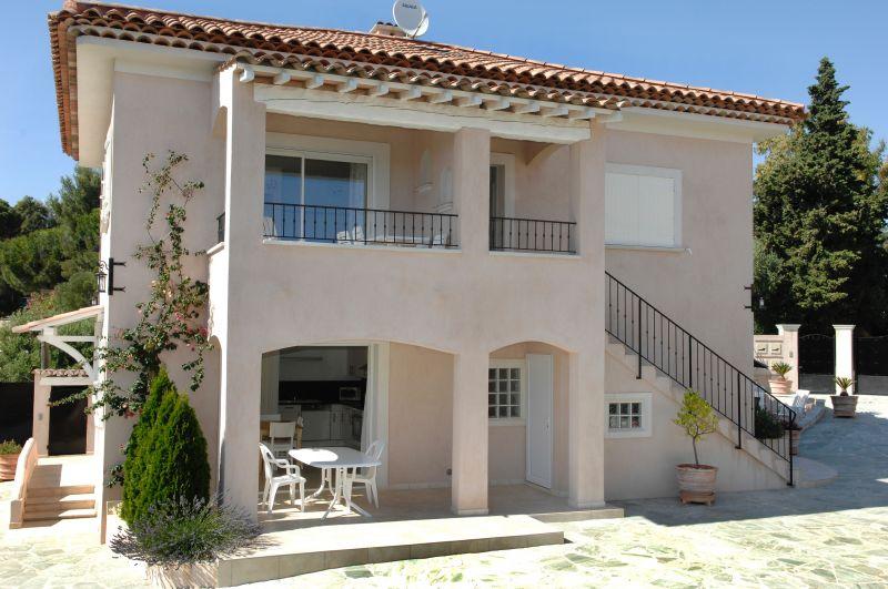 Vue extérieure de la location Location Appartement 112231 Cavalaire-sur-Mer