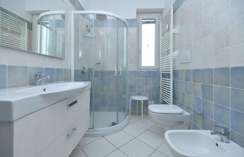 salle de bain Location Villa 70846 Polignano a Mare