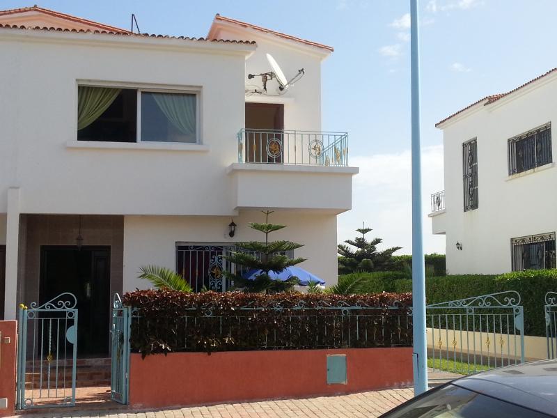 Vue extérieure de la location Location Villa 73250 Mohammedia