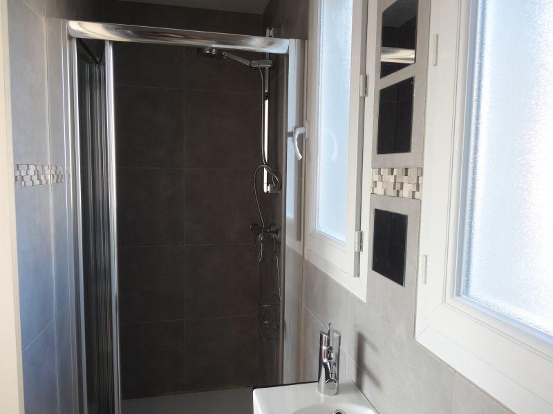 salle de bain 3 Location Villa 92269 Grimaud