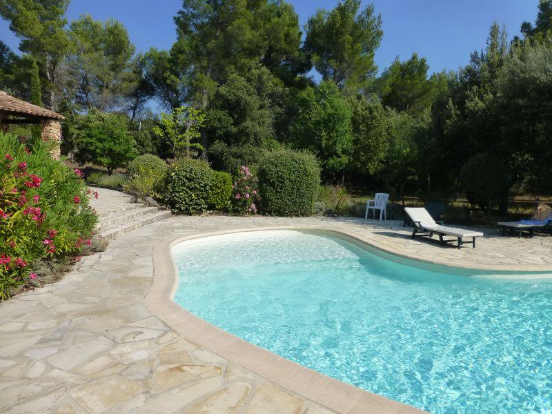 Vue extérieure de la location Location Villa 95613 Cotignac